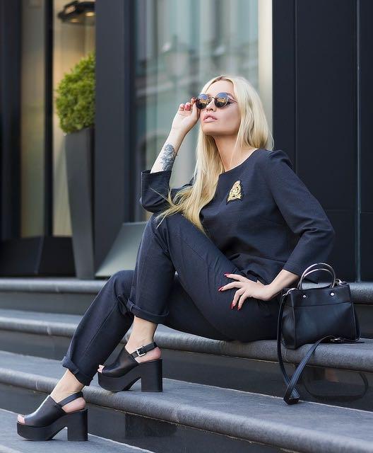 A black dressed woman